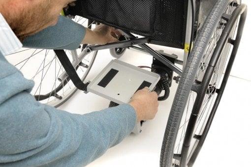 התקנה של מנוע עזר לכיסא גלגלים